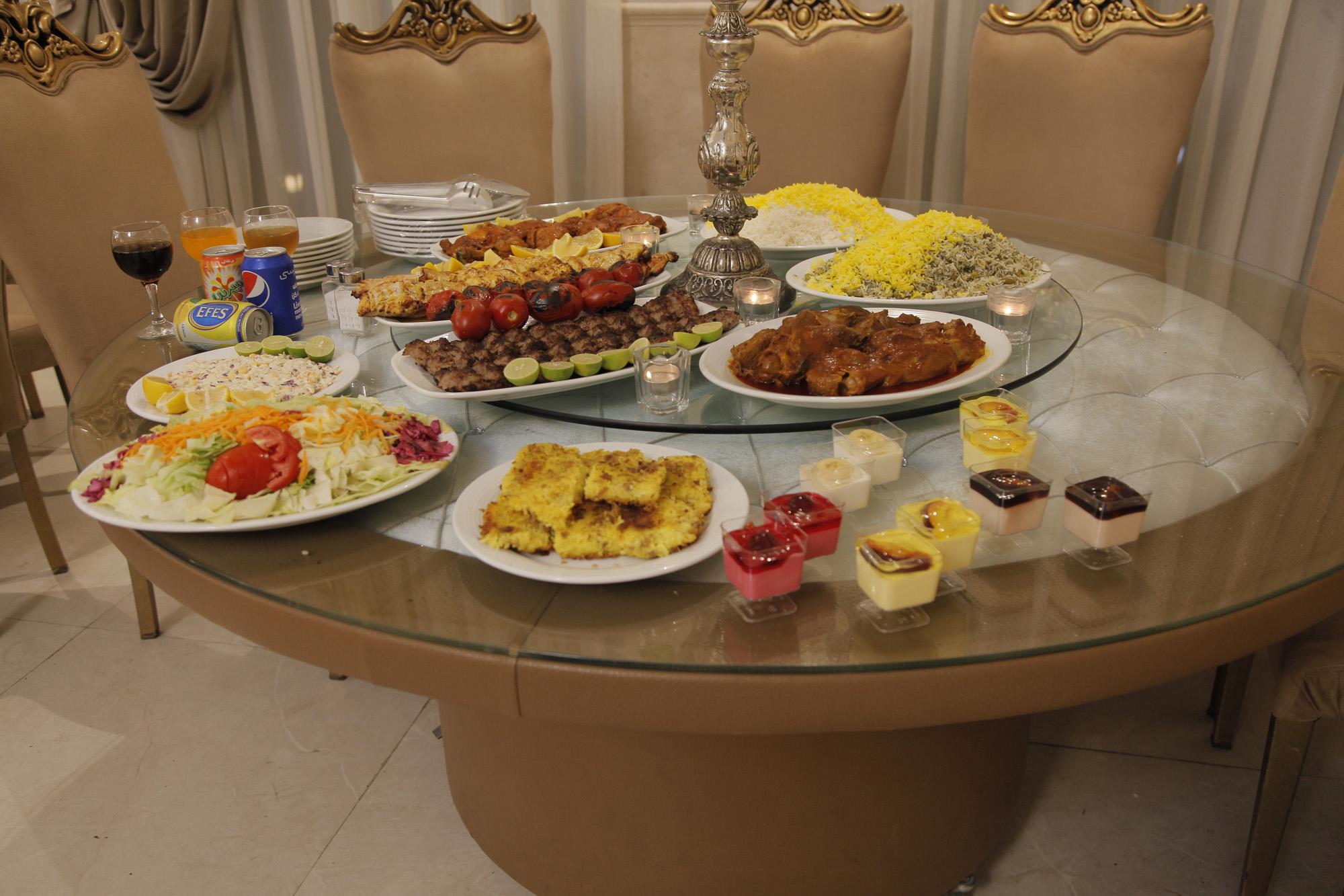 میز گردان غذا